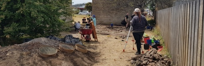 Archaeology in the field, the field in the classroom